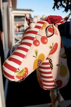 A beautiful hobby-horse. Pattern you'll find here: http://www.kodinkuvalehti.fi/artikkeli/suuri_kasityo/ompelu/keppihevonen_1