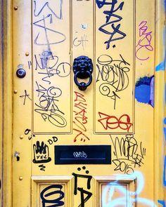 Some more London doors #doorporn #graffiti_of_our_world #tag #grafftags #doors4eva #doorsandwindowsoftheworld #doorsofinstagram #doorsandwindows_greatshots #eastlondon #bricklane #streetarteverywhere #streetartphotography #streetartandgraffiti