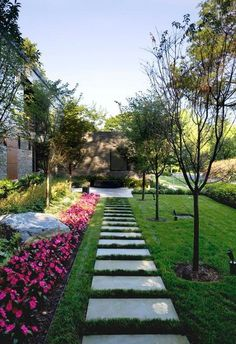 Lawn & Flowers Edging Ideas To Enhance Form Of Your Garden - Flower Garden İdeas İn Front Of House Grass Edging, Flower Bed Edging, Lawn Edging, Garden Edging, Flower Beds, Garden Paths, Permaculture Design, Gabion Baskets, Flagstone Walkway