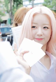 Image via We Heart It #hair #heart #korean #kpop #pink #pretty #white #2015…