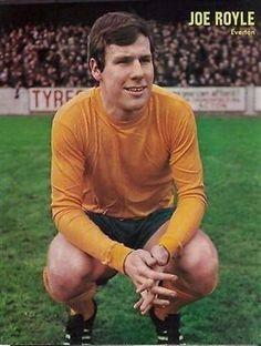 JIMMY-Hills-Football-Weekly-magazine-picture-Everton-JOE-ROYLE-old-away-kit
