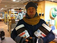 Samu Haber with nutella :3