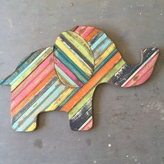 The elephant is one of the most intelligent animals on the planet, they can draw, cry and have emotions…plus they are just darn cute! Who wouldn't want this amazing creature on their wall? Pallet Crafts, Pallet Art, Pallet Projects, Wood Crafts, Reclaimed Wood Art, Wood Slices, Wooden Pallets, Wall Sculptures, Elephant