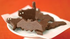 Start a new Halloween tradition: Bake chocolate cookies cut into the shapes of ghostly bats and cats. Halloween Menu, Halloween Cookie Recipes, Halloween Cookie Cutters, Halloween Baking, Halloween Cookies, Holiday Recipes, Halloween Parties, Halloween Ideas, Holiday Ideas