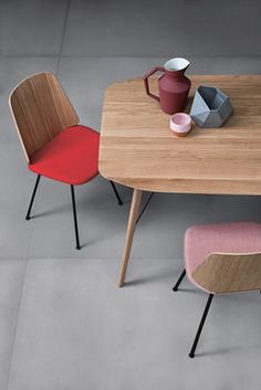 Chaise June / 4 pieds - Tissu & Bois Assise rose / Piètement blanc / Dossier chêne naturel - Zanotta