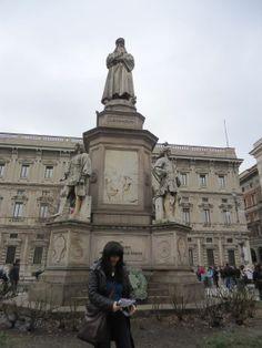 Milao. Estatua de Leonardo Da Vinci