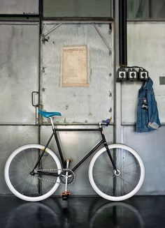 Black n white fixie