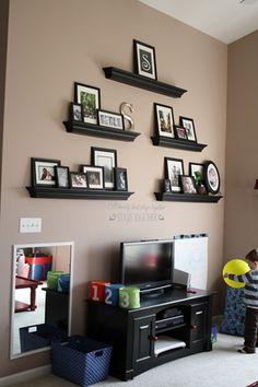 thriftydecorchick shelf arrangement