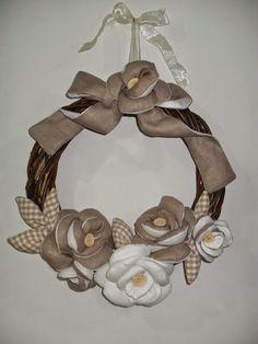 Cucito Country: Ghirlanda di rose bicolore realizzate con lino bia...https://www.facebook.com/pages/Cucito-country/407461652690294?ref=hl