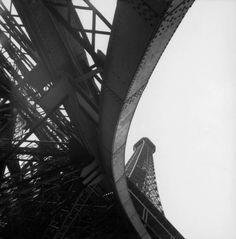 mimbeau:  The Eiffel Tower Paris 1950 René Burri