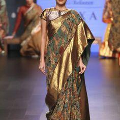 Complete collection: Gaurang at Lakmé Fashion Week winter/festive 2017 Kalamkari Dresses, Kalamkari Saree, Silk Sarees, Blouse Back Neck Designs, Saree Blouse Designs, Saree Trends, Indian Party, Lakme Fashion Week, Beautiful Saree