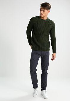 ¡Consigue este tipo de jersey de punto de Brave Soul ahora! Haz clic para ver los detalles. Envíos gratis a toda España. Brave Soul PONTY Jersey de punto khaki: Brave Soul PONTY Jersey de punto khaki Ropa   | Material exterior: 70% poliacrílico, 30% lana | Ropa ¡Haz tu pedido   y disfruta de gastos de enví-o gratuitos! (jersey de punto, knitted, cotton, knit, knits, stitch, cashmere, knitwear, pullover, pullover hombre, lana, trenzados, strickpullover, jersey tejido, jersey au tricot, j...