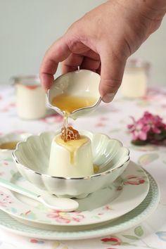 Receta de panna cotta de miel Sweet Cooking, Cooking Time, Flan, Panna Cotta, Mousse, Molten Lava Cakes, Italian Desserts, Wedding Desserts, Saveur