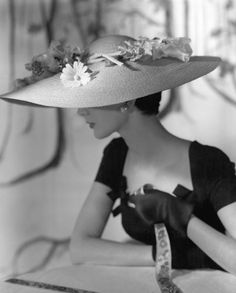 Model wearing wide-brimmed straw hat with flowers by Hattie Carnegie, photo by Horst, Vogue, March 1954 Vintage Vogue, Vintage Glamour, Moda Vintage, Vintage Woman, Vintage Outfits, Vintage Dresses, 1950s Fashion, Vintage Fashion, Edwardian Fashion