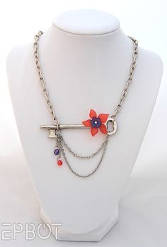 Diy Vintage, Vintage Keys, Vintage Jewelry, Key Jewelry, Jewelry Crafts, Beaded Jewelry, Jewlery, Resin Jewelry, Skeleton Key Necklace