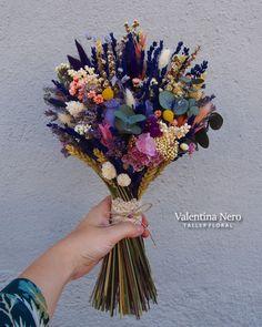Ramo de novia de flores preservadas con lavanda, Valentina Nero.