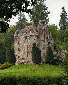 Castle Leod has been home to the Cromartie Mackenzies for over 500 years and is the seat of Clan Mackenzie. The castle was granted to John Castle Ruins, Castle House, Medieval Castle, Scotland Castles, Scottish Castles, Fairy Pools, Beautiful Castles, Beautiful Places, Real Castles