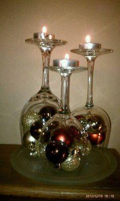 Beautiful fireplace mantle decoration…Christmas bulbs and wine glasses - Kamin Idee Simple Christmas, Christmas Home, Christmas Holidays, Christmas Bulbs, Beautiful Christmas, Minimalist Christmas, Rustic Christmas, Christmas Projects, Christmas Crafts