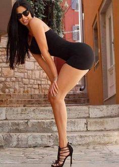 #tshirtstyles #tshirtstyleexploreyourmood #tshirtstyler #tshirtstyle #tshirtstylé #tshirtstylelife #tshirtstylesenseimurah #tshirtstyleonline #tshirtstylekorea #tshirtstyletips Beautiful Legs, Beautiful Women, Amazing Legs, Bikini For Women, Sexy Legs And Heels, Glamour, Cute Bikinis, Young Models, Nice Legs