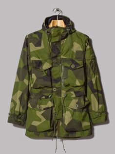"heinfienbrot: ""Ark Air Smock in Swedish ""Splinter"" Camouflage. Amsterdam Street Style, Street Style Shop, Camo Jacket, Field Jacket, Street Fashion Tumblr, Fashion Instagram Accounts, All Black Men, Fashion Hashtags, Military Camouflage"