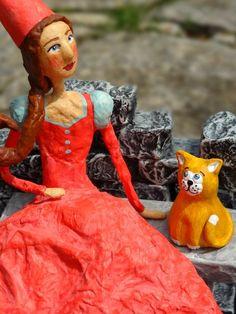 Donzela com Gatinho - Damsel with Cat. Paper art.