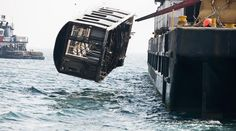 Photographer Stephen Mallon took photos of New York City's discarded subway cars as they are tossed into the ocean, over a period of two and a half years, for his photo series Next Stop Atlantic. Nyc Subway, New York Subway, Car Dump, Ville New York, Bottom Of The Ocean, S Bahn, Surreal Photos, New York Photographers, Photo Series