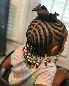 All styles of box braids to sublimate her hair afro On long box braids, everything is allowed! For fans of all kinds of buns, Afro braids in XXL bun bun work as well as the low glamorous bun Zoe Kravitz. Box Braids Hairstyles, Toddler Braided Hairstyles, Toddler Braids, Baby Girl Hairstyles, Natural Hairstyles For Kids, Black Girls Hairstyles, Hairstyle Ideas, Hairstyles Pictures, Hair Ideas