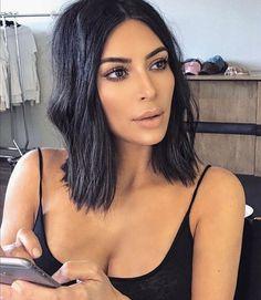 Inspiration beauté : le carré flou de Kim Kardashian - Tap the LINK now to see all our amazing accessories, that we have found for a fraction of the price < Kim Kardashian Bob, Kardashian Style, Kardashian Wedding, Kardashian Jenner, Nude Makeup, Hair Makeup, Kim K Makeup, Clavicut, Looks Instagram