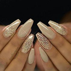 There are three kinds of fake nails which all come from the family of plastics. Acrylic nails are a liquid and powder mix. They are mixed in front of you and then they are brushed onto your nails and shaped. These nails are air dried. Fabulous Nails, Gorgeous Nails, Pretty Nails, Gold Nail Designs, Simple Nail Art Designs, Nails Design, New Years Nail Designs, Salon Design, Rhinestone Nail Designs