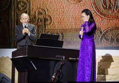 Khánh Ly tái ngộ khán giả Đồng Nai trong dịp Noel - http://www.iviteen.com/khanh-ly-tai-ngo-khan-gia-dong-nai-trong-dip-noel/ Đây là dịp hiếm hoi nữ danh ca đón Giáng Sinh tại quê nhà với một chương trình biểu diễn gồm các ca khúc trữ tình giúp bà thổ lộ nhiều nỗi niềm.  #iviteen #newgenearation #ivietteen #toivietteen  Kênh Blog - Mạng xã hội giải trí hàng đầu cho giới trẻ Việt.  www.ivi