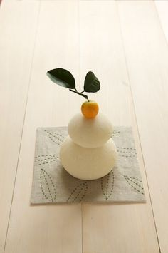 This is ornament made from rice cake. In Japan, we show it to wish a happy new year..[Kagami-mochi]