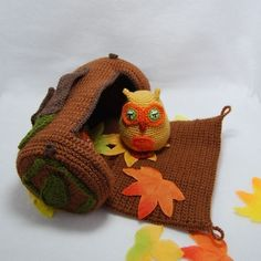 Cute owl and log crochet pattern.