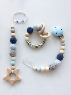 Newborn Crochet Patterns Beautiful pacifier chain, Maxicosikette and gripping ring made of natural wood balls (untreated) in total . Crochet Baby Toys, Newborn Crochet, Diy Bebe, Handmade Baby Gifts, Newborn Toys, Dummy Clips, Baby Gym, Baby Teethers, Baby Crafts