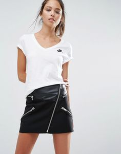 Image 1 - Nike - Futura - T-shirt col V et manches courtes
