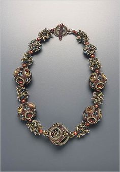 One of the most famous masters in the art of weaving and beadwork - Laura McCabe! Bead Jewellery, Seed Bead Jewelry, Beaded Jewelry, Handmade Jewelry, Beaded Bracelets, Bib Necklaces, Flower Jewelry, How To Make Ornaments, Artisan Jewelry