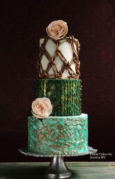 VINTAGE MACRAMES WEDDING CAKE