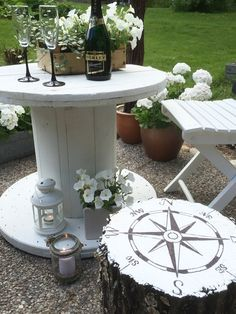 Fashion & Interior Greedy She-Abandoned Sewing Machine and Sleeping . Wooden Spool Tables, Wooden Spools, Patio Pergola, Pergola Kits, Boxwood Garden, Backyard Lighting, Outdoor Living, Outdoor Decor, Entryway Decor