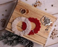Baby girl christmas photo prop, Set of 2 crochet baby collars, Beautiful christmas outfit for newborn girl, Multiple colors avalible