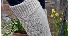 Lupaamani ohje .   Vihdoin valmis.                    Ensin kudoin tummanharmaat sukat,  malli syntyi siinä kutoessa.   Näiden pohjalta... Knitting Socks, Knit Socks, Leg Warmers, Pattern, Sock Knitting, Patterns, Swatch, Texture