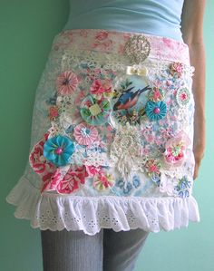 Bits & pieces / Holly Loves Art Apron ****I need this! Simple Hand Embroidery Patterns, Vintage Sewing Patterns, Towel Apron, Quilting, Cute Aprons, Origami Fashion, Sewing Aprons, Apron Designs, Aprons Vintage