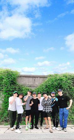 Do Kyungsoo Park Chanyeol Exo, Kpop Exo, Exo Chanyeol, Kyungsoo, Exo Wallpaper Hd, Wallpapers, Exo Group Photo, Exo Album, Exo Lockscreen