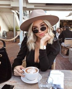 Canapés of long hairstyles Bob; It is, in the first place, among the hair styles that all ladies love very much. Canapés of long bob… Continue Reading → Hairstyles Long Bob, Long Bob Haircuts, Prom Hairstyles, Look Fashion, Fashion Outfits, Womens Fashion, Mode Style, Style Me, Summer Outfits