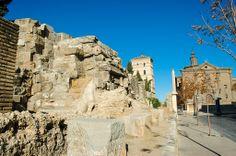Las impresionantes murallas de la antigua ciudad romana de Caesaraugusta./Javier García Blanco