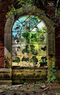Urbex Door - www.photographedonnadieuremy.com