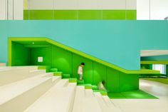 어린이를 포함한 가족 문화공간 As early childhood education progresses rapidly in China, Family Box recently opened its sixth branch in Qingdao. Crossboundaries' design for the two-level 4,400 sqm..