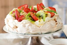 Which country the great pavlova originates from has caused as many arguments amongst Kiwi's and Aussies. Here is the recipe for the Kiwi Pavlova. Anna Pavlova, Pavlova Cake, Easy Desserts, Dessert Recipes, Mouth Watering Food, Pancakes And Waffles, Tray Bakes, Marshmallow, Coco