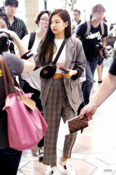 Your source of news on YG's current biggest girl group, BLACKPINK! Please do not edit or remove the. Kpop Fashion Outfits, Blackpink Fashion, Korean Outfits, Fashion 2020, Korean Airport Fashion, Korean Girl Fashion, Kpop Mode, Mom Jeans Outfit, Rapper