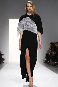 Chalayan Ready To Wear Fall Winter 2014 Paris   white lattice with clean black and high slit. #mizustyle