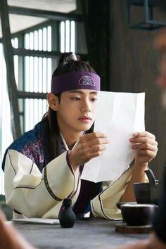 Taehyung ❤ Hansung in Hwarang! V Bts Hwarang, Bts Jimin, Go Ara, Park Hyung Sik, Billboard Music Awards, Korean Drama Movies, Korean Actors, Korean Dramas, Guinness