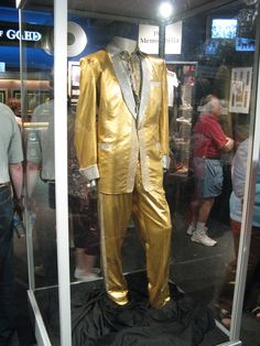Suit from the cover of 50,000,000 fans can't be wrong: Elvis Gold Records volume 2